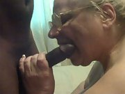 Mature BBW slit getting onto her knees while sucking a BBC
